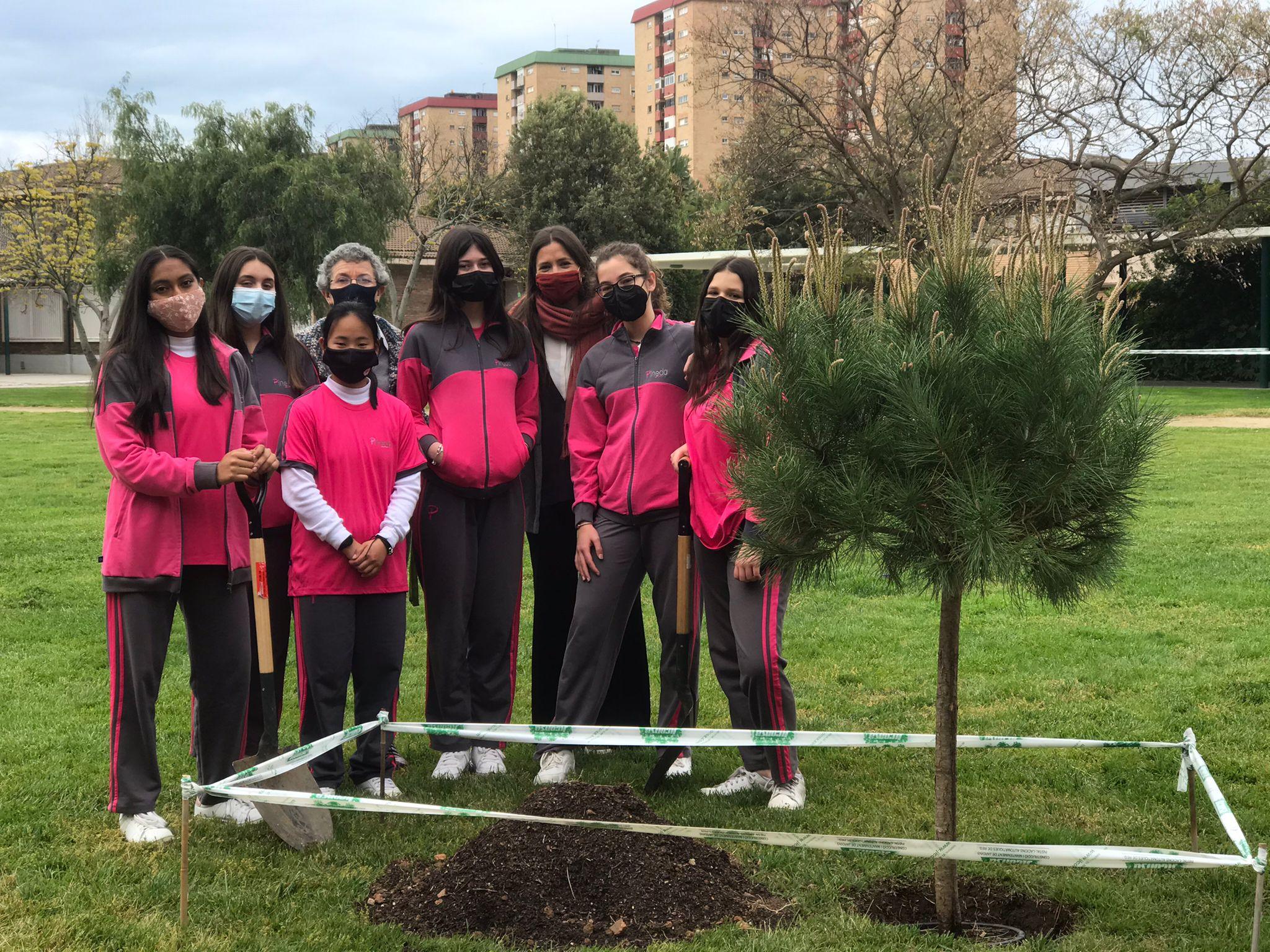 Alumnes d'escola verda amb la Isabel Ayala